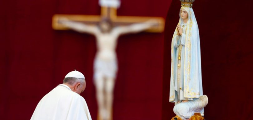 pope-francis-praying-to-blessed-vrigin-mary-catholic-church-vatican-nteb-933x445.jpg