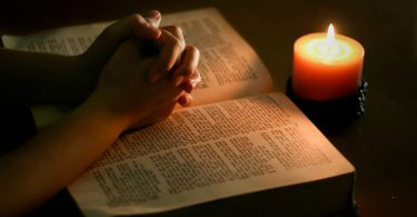 the-holy-bible-the-bible-35811483-1000-667.jpg